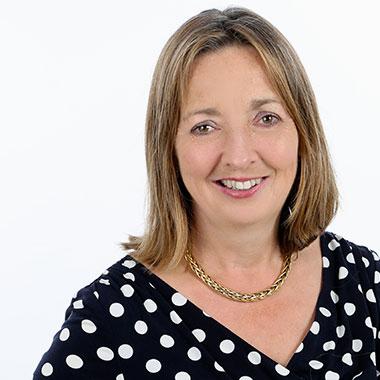 Dr Fiona  Schneider